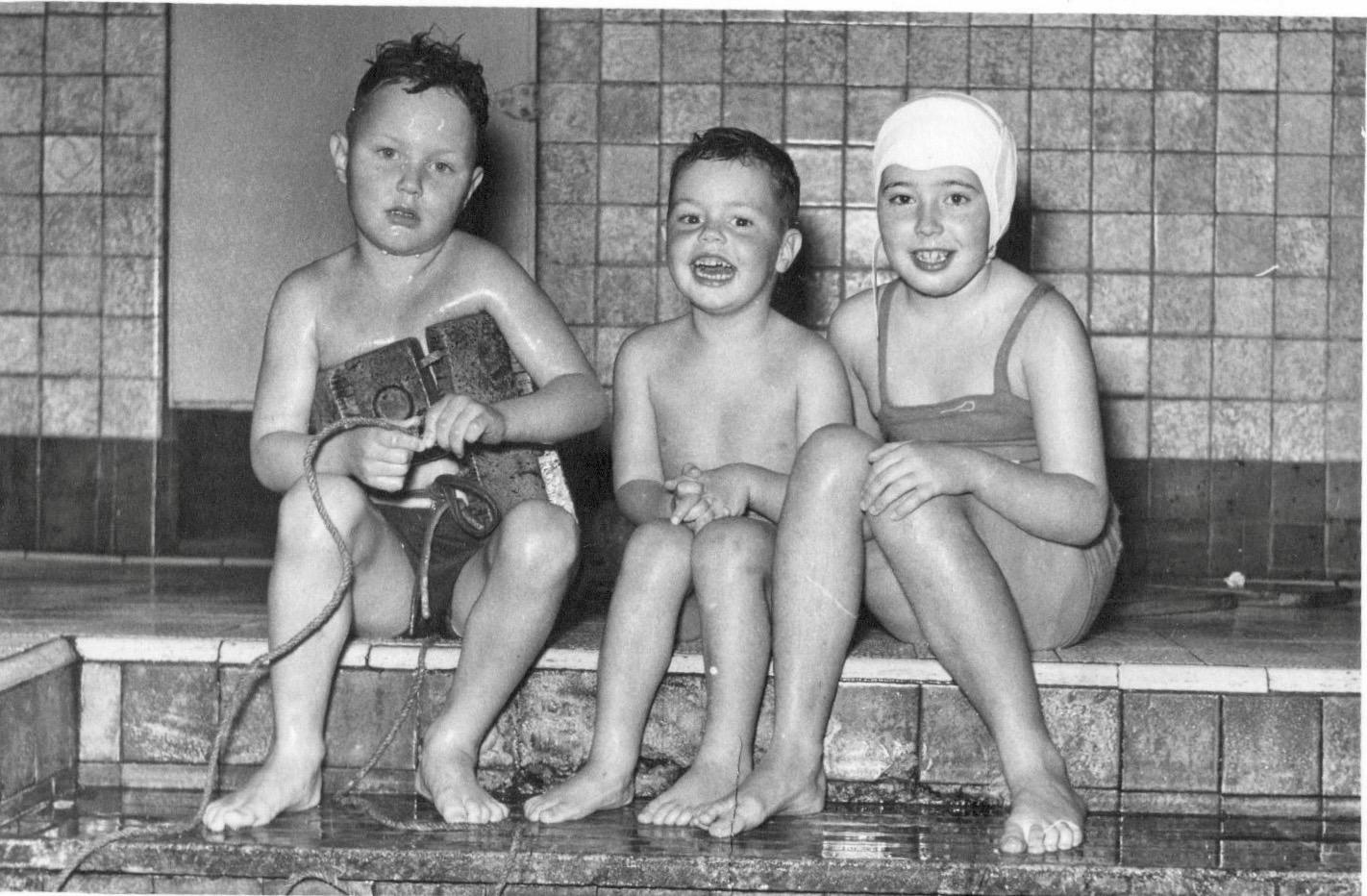 Regentes 1955 vlnr: Jos Praat (6), Roel Praat (5), Joke Geerlings (8)